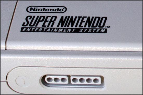 SNES-Konsole, Logo und Anschlüsse